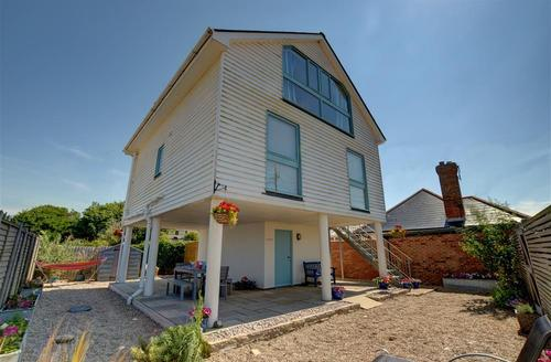 Snaptrip - Last minute cottages - Splendid Camber Sands Rental S10496 - RH1130 Exterior