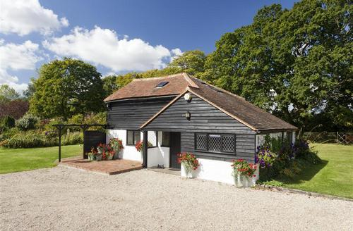 Snaptrip - Last minute cottages - Cosy Mersham Rental S10501 - AS249 Exterior