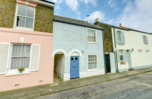 Snaptrip - Last minute cottages - Attractive Deal Rental S10504 - EK221 - Exerior