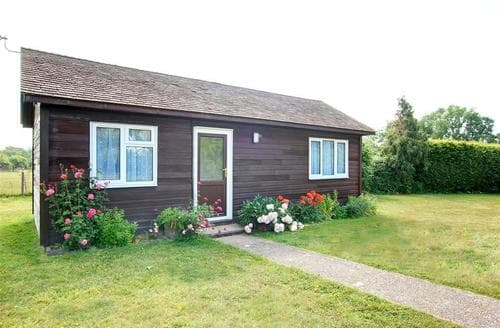 Snaptrip - Last minute cottages - Exquisite Staplehurst Rental S10508 - CB586 Exterior