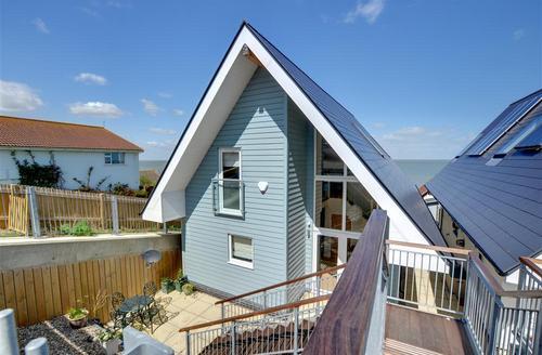 Snaptrip - Last minute cottages - Captivating Herne Bay Rental S10519 - EK220 Exterior