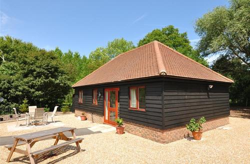 Snaptrip - Last minute cottages - Tasteful Biddenden Rental S10523 - CB582 Exterior