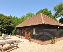 Snaptrip - Last minute cottages - Tasteful Biddenden Rental S10523 - CB582 Exterior
