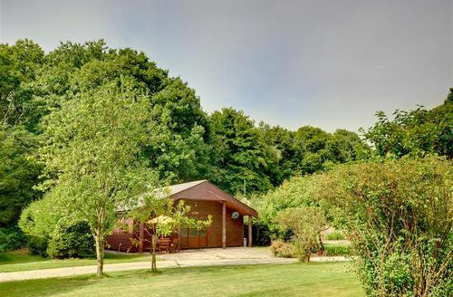 Snaptrip - Last minute cottages - Luxury Shadoxhurst Rental S10535 - AS258 Ash Lodge