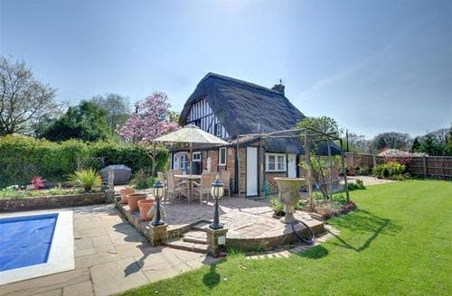 Snaptrip - Last minute cottages - Excellent Peasmarsh Rental S10542 - RH1127 Front Patio
