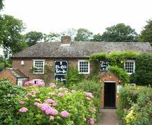 Snaptrip - Last minute cottages - Tasteful Martin Rental S10544 - 714 Old Lantern Exterior