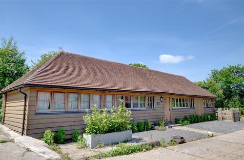 Snaptrip - Last minute cottages - Luxury Etchingham Rental S10548 - SX911 Exterior