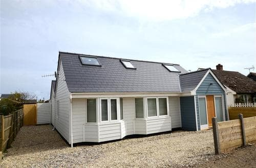 Snaptrip - Last minute cottages - Wonderful Camber Rental S10549 - RH1125 Exterior New