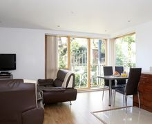 Snaptrip - Last minute cottages - Exquisite Southampton Cottage S76690 -
