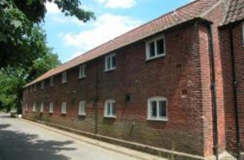 Snaptrip - Last minute cottages - Inviting Ludham Rental S11791 - Exterior View