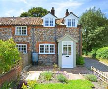 Snaptrip - Last minute cottages - Cosy Walsingham (Great) Rental S11921 - Rear Exterior