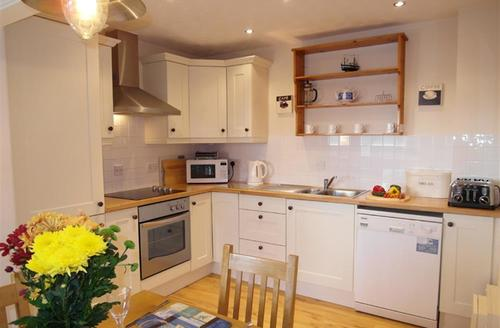 Snaptrip - Last minute cottages - Lovely Padstow Cottage S42937 - Kitchen