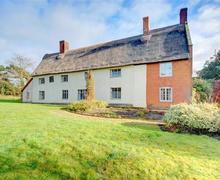 Snaptrip - Last minute cottages - Luxury Wrentham Rental S10100 - Exterior - View 6