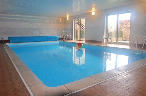 Snaptrip - Last minute cottages - Tasteful Scarborough Rental S10776 - Shared Swimming Pool