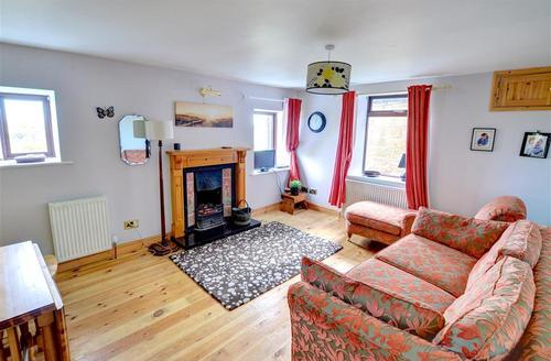Snaptrip - Last minute cottages - Luxury Whitby Rental S10775 - Lounge
