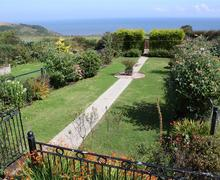 Snaptrip - Last minute cottages - Splendid Port Mulgrave Rental S10789 - Rear Garden
