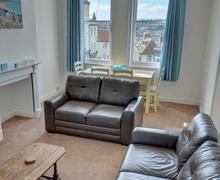 Snaptrip - Last minute cottages - Quaint Whitby Rental S10808 - Lounge