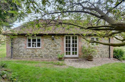 Snaptrip - Last minute cottages - Lovely  Cottage S50037 - EK753 - Exterior