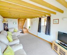 Snaptrip - Last minute cottages - Charming Whitby Rental S10823 - Lounge - View 1