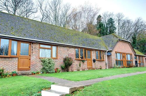 Snaptrip - Last minute cottages - Tasteful Nr Hailsham Rental S10470 - SX904 Exterior