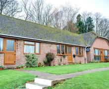 Snaptrip - Last minute cottages - Tasteful Nr Hailsham Rental S10470 - SX904 Exterior