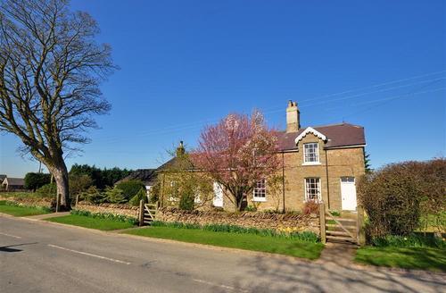 Snaptrip - Last minute cottages - Excellent Suffield Rental S10854 - Exterior - View 1