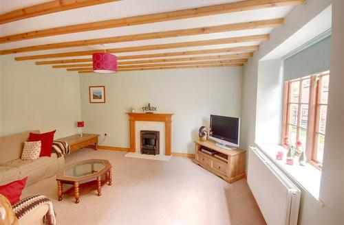 Snaptrip - Last minute cottages - Tasteful Grosmont Rental S10867 - Lounge - View 1