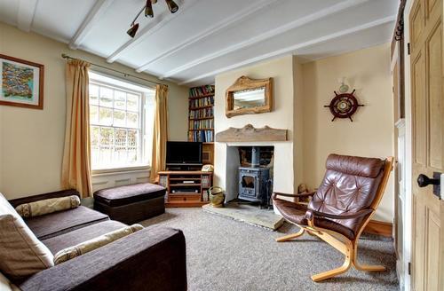 Snaptrip - Last minute cottages - Beautiful Robin Hoods Bay Rental S11001 - Living Room