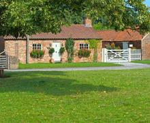 Snaptrip - Last minute cottages - Wonderful Nun Monkton Rental S10873 - Exterior View