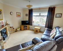 Snaptrip - Last minute cottages - Delightful Whitby Rental S10970 - Lounge - View 1