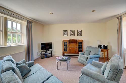 Snaptrip - Last minute cottages - Tasteful Helmsley Rental S10889 - Lounge