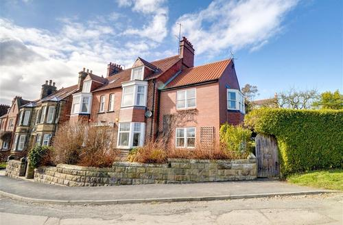 Snaptrip - Last minute cottages - Beautiful Robin Hood's Bay Rental S10894 - Exterior View