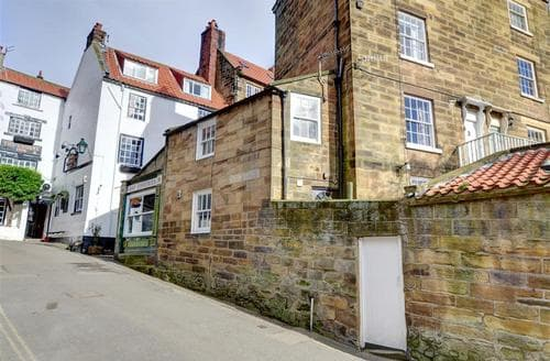 Snaptrip - Last minute cottages - Exquisite Robin Hood's Bay Rental S10897 - Exterior View