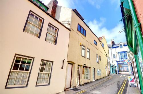 Snaptrip - Last minute cottages - Splendid Whitby Rental S10900 - Exterior View