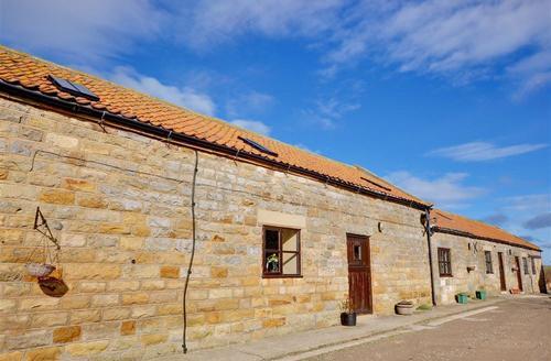 Snaptrip - Last minute cottages - Attractive Staintondale Rental S10910 - Exterior - View 1