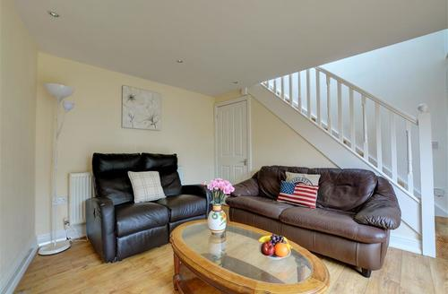 Snaptrip - Last minute cottages - Cosy Fishguard Cottage S73955 - Sitting Room