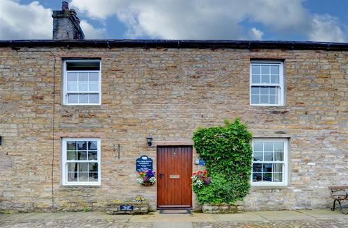 Snaptrip - Last minute cottages - Lovely Bainbridge   Rental S10916 - Exterior View
