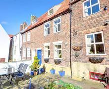 Snaptrip - Last minute cottages - Quaint Whitby Rental S10917 - Exterior View