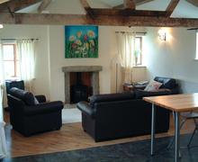 Snaptrip - Last minute cottages - Beautiful Eldwick Rental S10955 - Lounge
