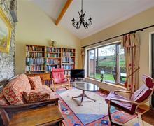 Snaptrip - Last minute cottages - Captivating  Cottage S60227 - Sitting Area