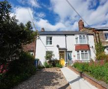 Snaptrip - Last minute cottages - Splendid Runswick Bay Rental S10990 - Exterior View