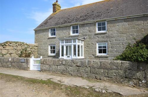 Snaptrip - Last minute cottages - Inviting West Cornwall Cottage S70372 - Raftra Farmhouse