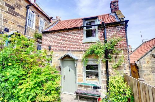 Snaptrip - Last minute cottages - Cosy Robin Hood's Bay Rental S11007 - Exterior View