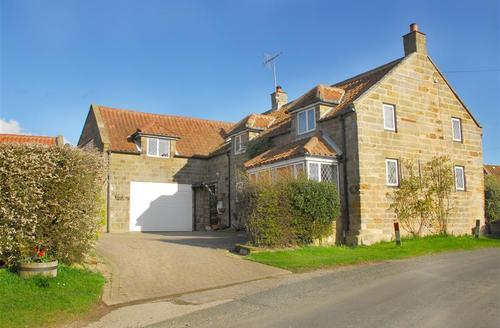 Snaptrip - Last minute cottages - Excellent Whitby Rental S11024 - Exterior View
