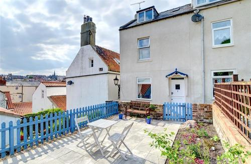 Snaptrip - Last minute cottages - Lovely Whitby Rental S11032 - Exterior View