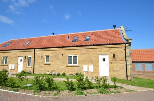 Snaptrip - Last minute cottages - Splendid Whitby Rental S11051 - Exterior View