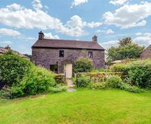 Snaptrip - Last minute cottages - Charming Clapham Rental S11056 - Exterior View