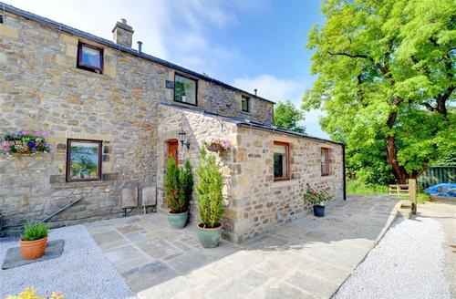Snaptrip - Last minute cottages - Tasteful Near Settle Rental S11072 - Exterior 1