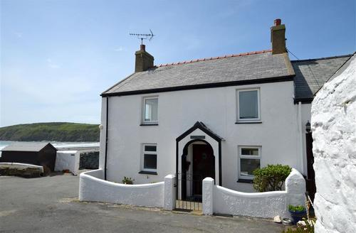 Snaptrip - Last minute cottages - Inviting Pwllheli Rental S11162 - WAG405 - Exterior - View 1