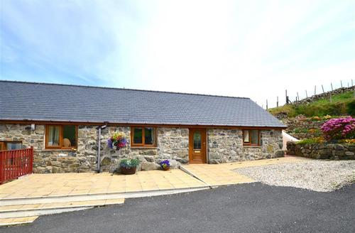 Snaptrip - Last minute cottages - Superb Tywyn Rental S11211 - WAH619 - Exterior View 1